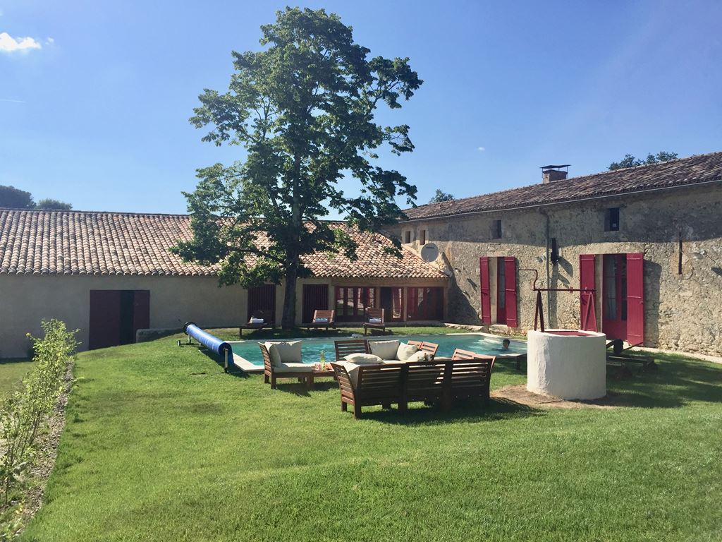 Large guesthouse to let near laval lm005259 private swimming pool in south facing garden solutioingenieria Images